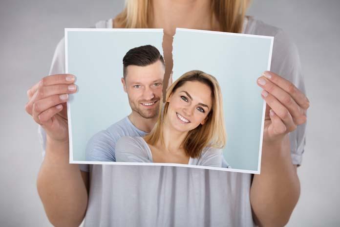 rasgando foto de casal