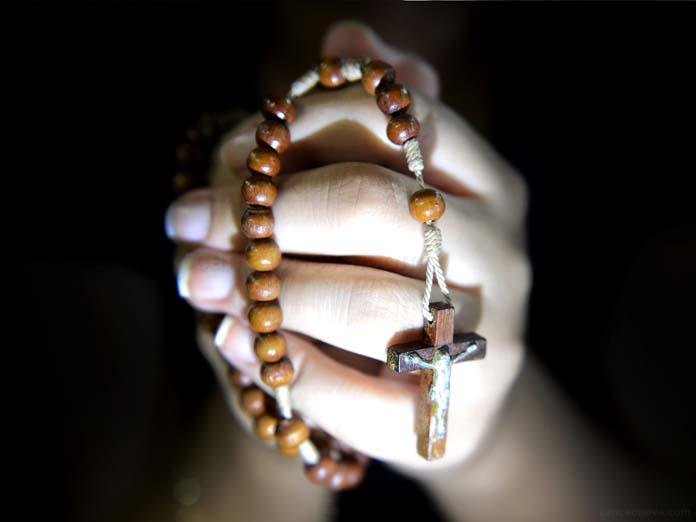 Como rezar o rosário